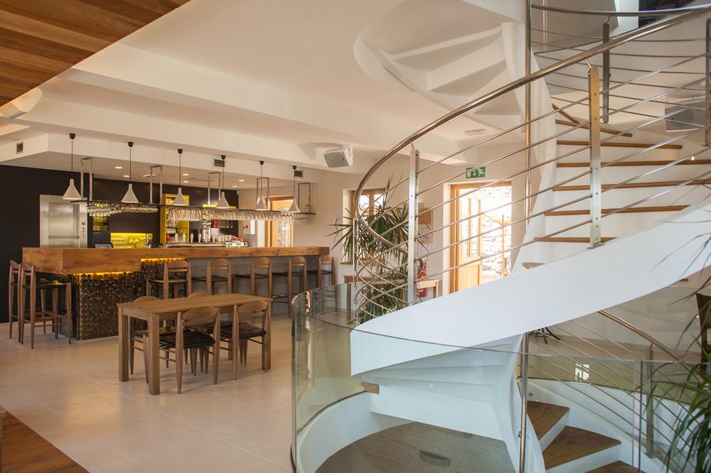 scala a chiocciola su tre piani in slovenia