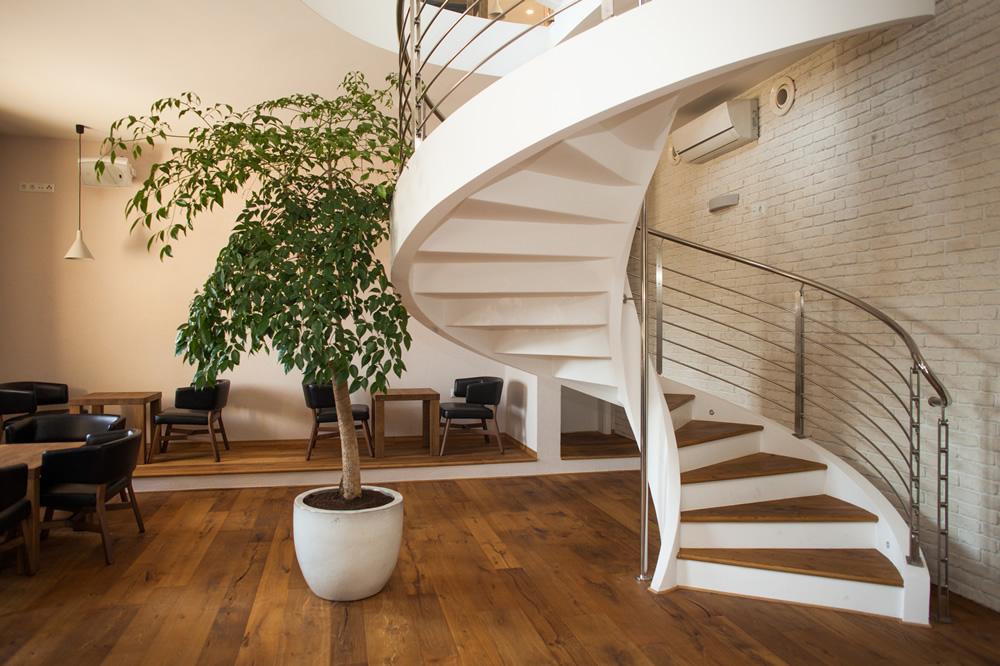 Scala a chiocciola su tre piani in slovenia - Copertura scale interne ...