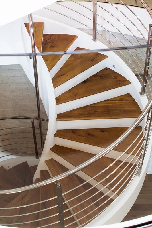 scala a chiocciola su tre piani in slovenia ForPiani Quadrati A Chiocciola