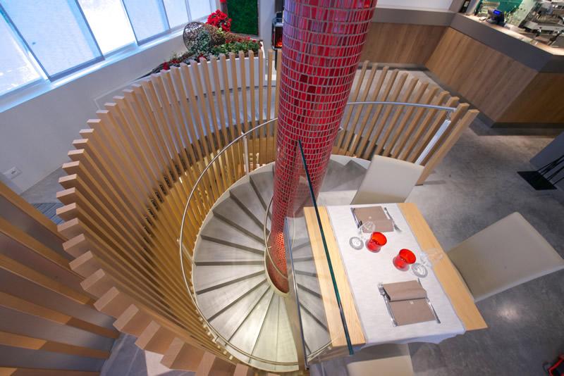 Nuova scala a chiocciola per un total look - Costi scale a chiocciola ...