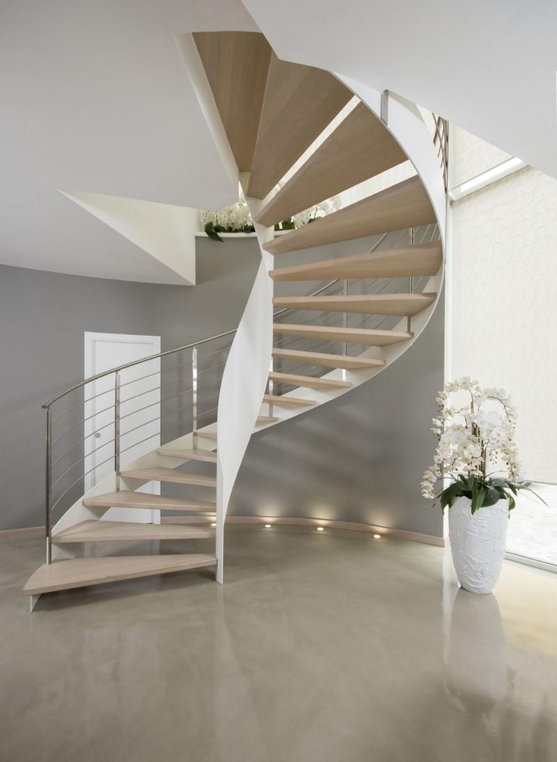 Scala a chiocciola in acciaio elicoidale villa vesuvio for Design di interni a due livelli